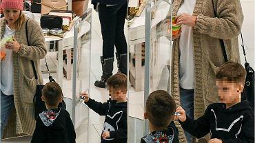 Aneta Zając zabrała bliźniaków, Roberta i Michała, na zakupy do centrum handlowego. Chłopcy szybko rosną i są coraz więksi. Najciekawsze jednak jest to, co mają na nogach. Spójrzcie na ich buty!