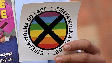 Gazeta Polska do swojego wydania z 24.07.2019 dołączyła naklejkę 'Strefa wolna od LGBT'