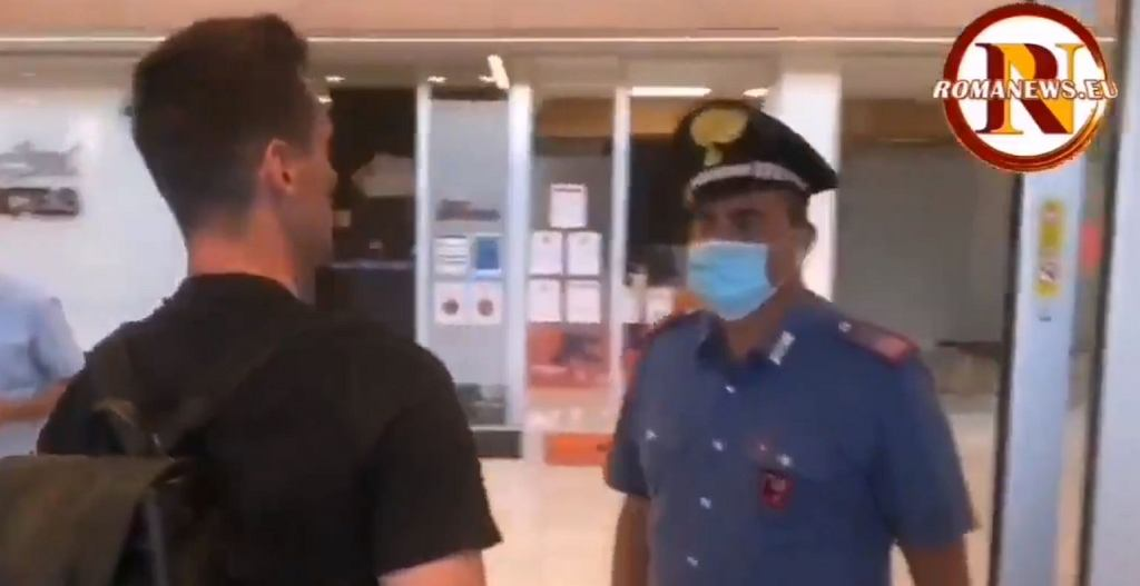 Arkadiusz Milik zatrzymany przez policjanta, który potem zrobił sobie z nim zdjęcie