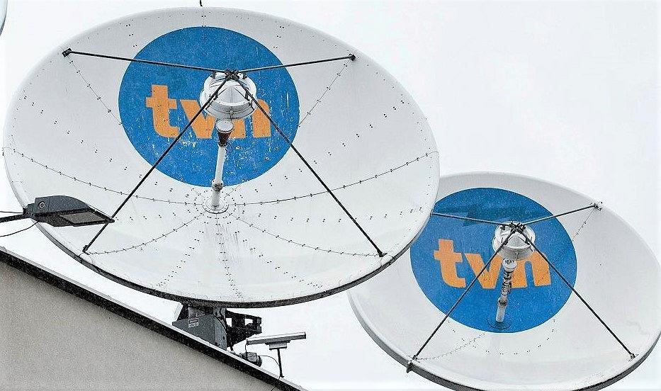 Czasze antenowe na siedzibie TVN w Warszawie