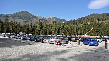 Parking dla samochodów turystów wybierających się nad Morskie Oko