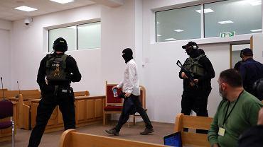 29.09.2020. Igor M., ps. Patyk oskarżony o zabójstwo generała Marka Papały został przywieziony do sądu w konwoju, choć odpowiada z wolnej stopy. Jest świadkiem koronnym w innej sprawie