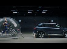 """""""Spalinami"""" Hyundaia NEXO można oddychać. Dosłownie! Czy tak będzie wyglądać ekologiczna przyszłość?"""