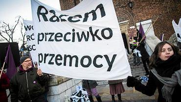 Rynek Główny: protest przeciwko wypowiedzeniu konwencji antyprzemocowej