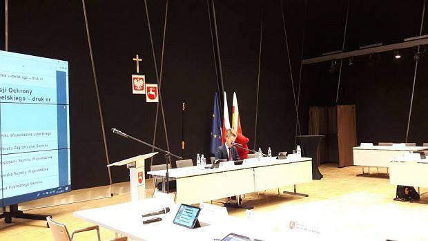 Krzyż zawisł na sali obrad sejmiku województwa lubelskiego