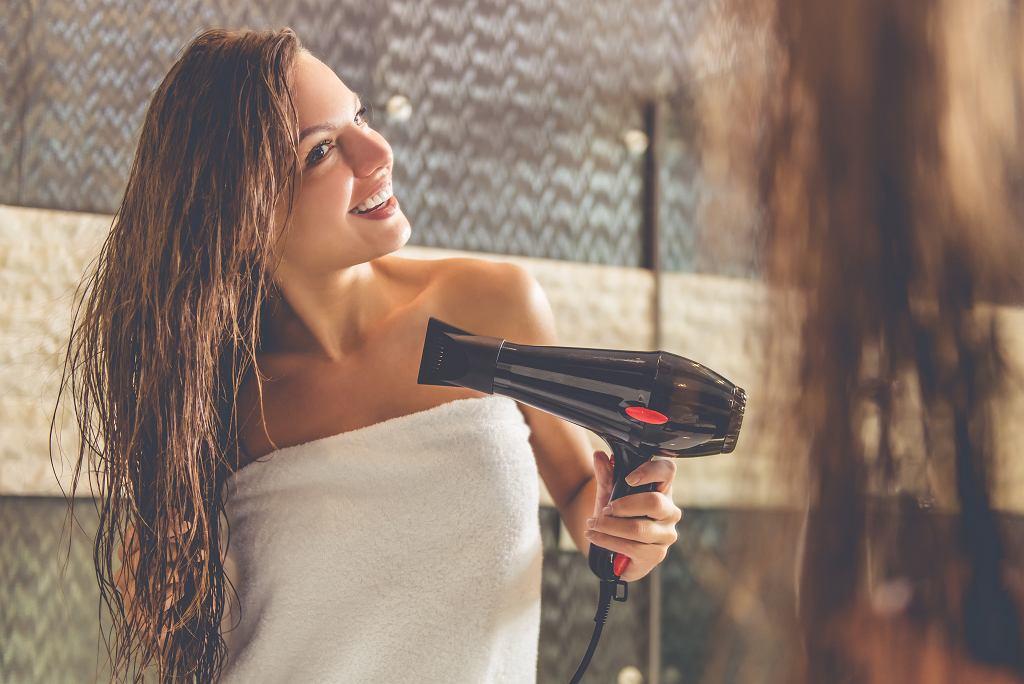 Regularnie suszysz włosy? Sprawdź, czy nie popełniasz tych błędów