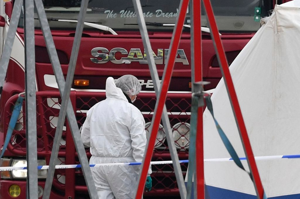 39 ciał odnalezionych w ciężarówce
