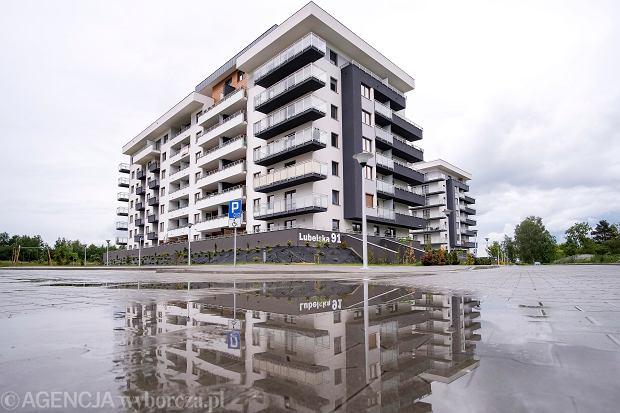 Sprzedaż mieszkań idzie świetnie, a ceny rosną. Tylko jedna grupa klientów teraz nie kupuje