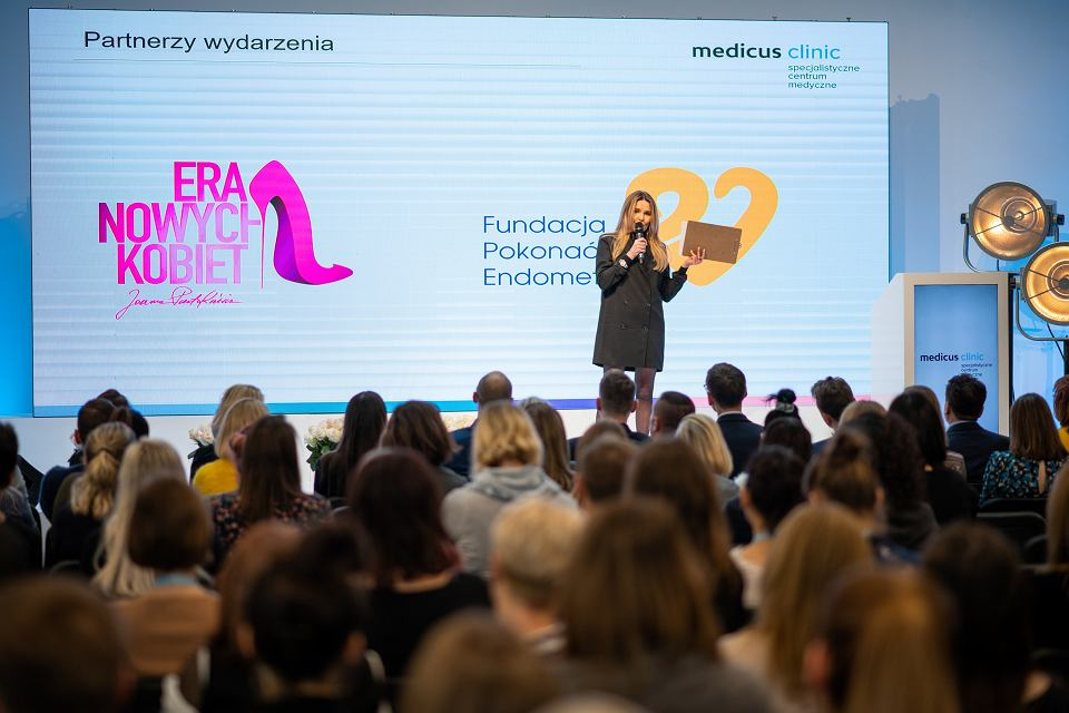 Spotkanie o endometriozie podczas Dnia Otwartego w Medicus Clinic, Specjalisycznym Centrum Medycznym we Wrocławiu. Prowadziła je dziennikarka Hanna Lis