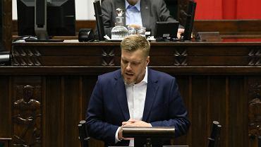 Adrian Zandberg podczas wtorkowego wystąpienia w Sejmie