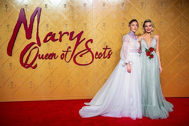 """""""Maria, królowa Szkotów"""". Margot Robbie: Zabawa w ustawianie kobiet przeciwko sobie ma się dobrze"""