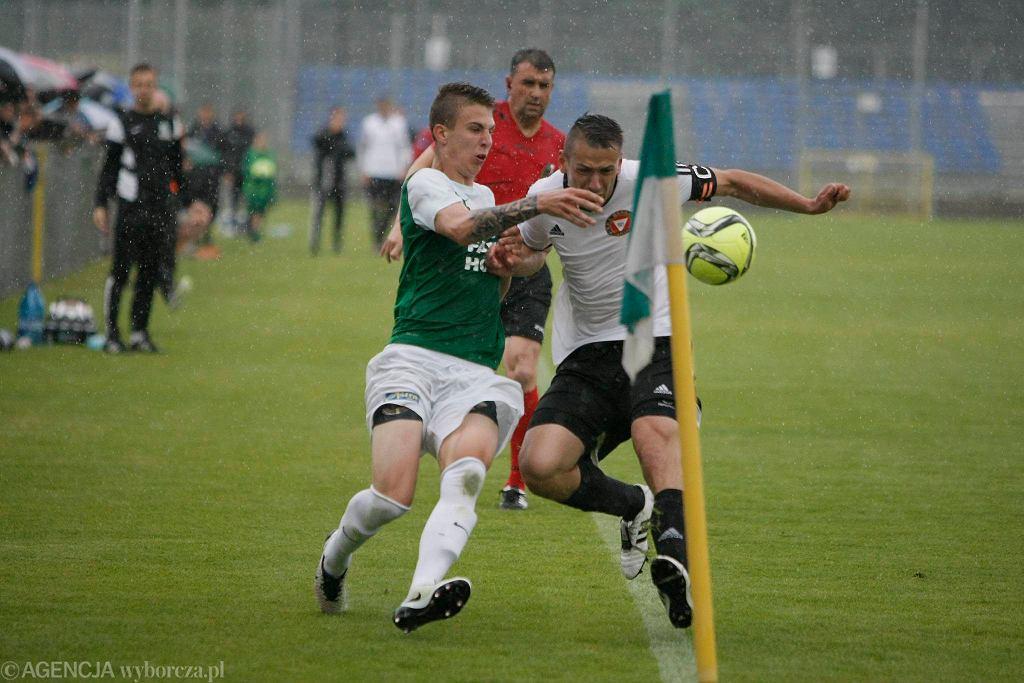Warta Poznań - Garbania Kraków 1:0 w barażu o II ligę. Tomasz Koziorowski z Warty i Mateusz Pawłowicz
