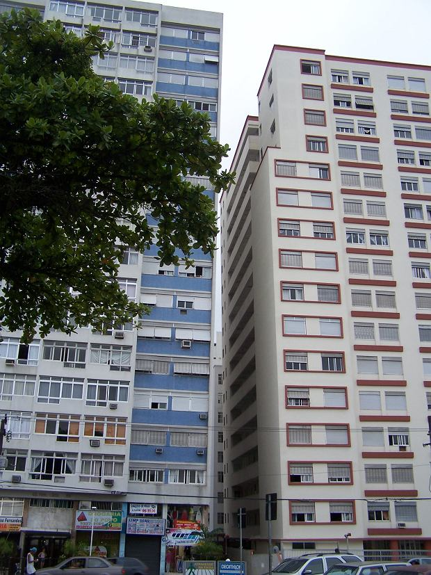 Krzywe bloki w Santos