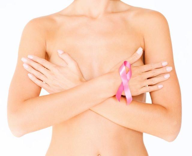 Samobadanie piersi to jedna z metod pozwalająca na wczesne wykrycie niepokojących zmian w piersi