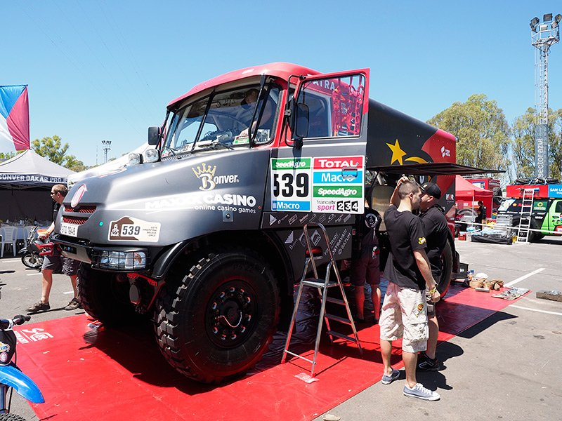 Przygotowania załogi ciężarówki Lotto Team do etapu Dakaru 2015