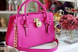 Modne torebki marek premium w kolorach idealnych na lato