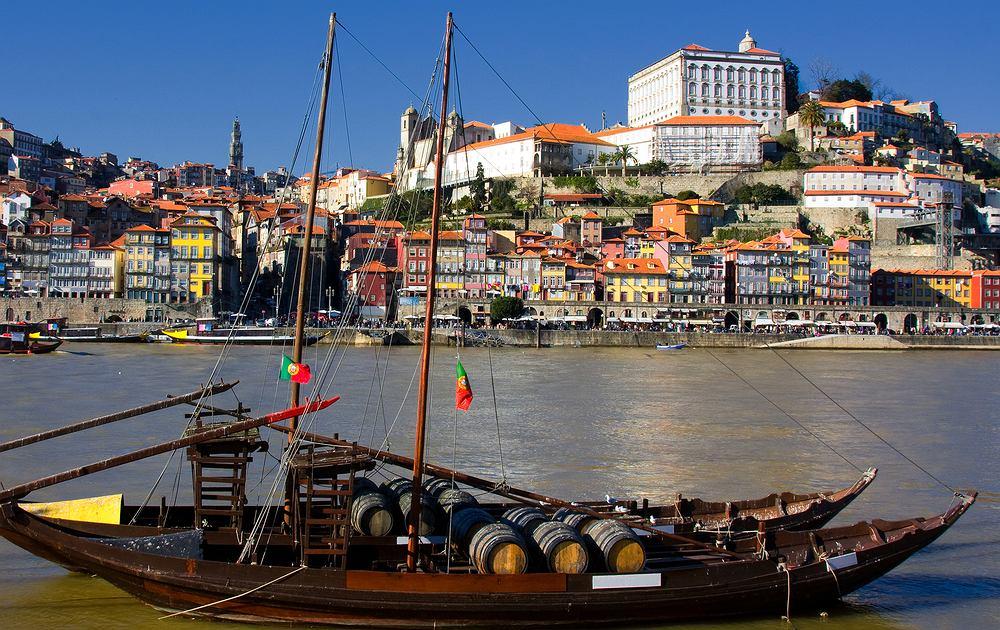 Portugalia Porto - Vila Nova de Gaia / Shutterstock