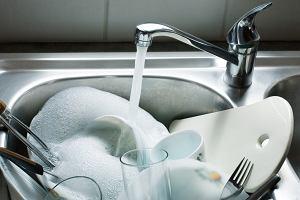 Jak uniknąć zmywania naczyń? Trzy triki i przepisy