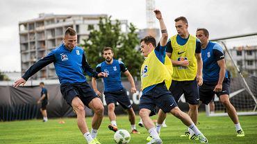 Lech Poznań trenuje przed meczem z Pogonią Szczecin. Z lewej Marcin Robak