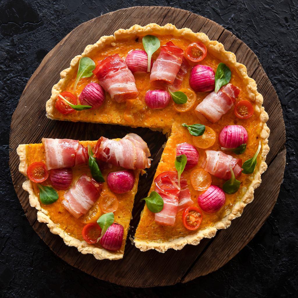 Tarta rzodkiewkami, pomidorami i bekonem