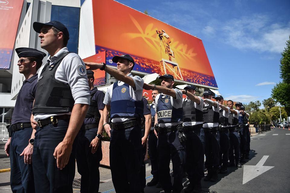 Policjanci przygotowują się do ochrony festiwalu filmowego w Cannes, 13 maja  2019 r.