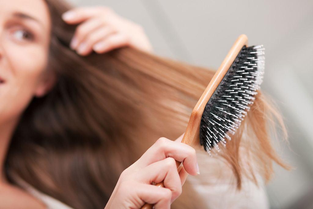 Jak czesać włosy, żeby ich nie niszczyć?