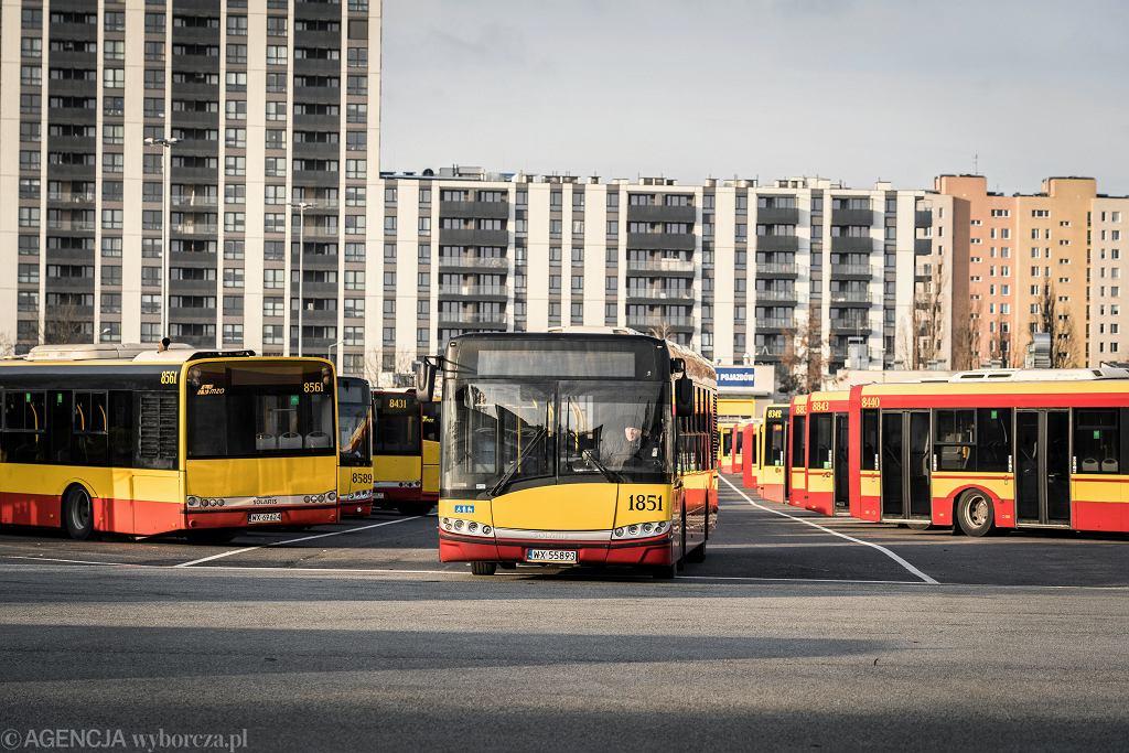 Warszawskie autobusy (zdjęcie ilustracyjne)