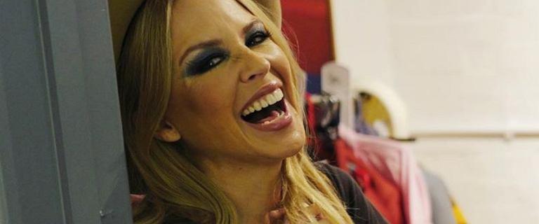Kylie Minogue świętuje 52. urodziny z kieliszkiem wina w ręku. Fani zachwyceni