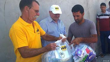Cukier, sól, makaron i ryż. Pomocnicy organizacji Help rozdzielają miesięczne racje w północnym Iraku