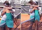 Dwie tenisistki pocałowały się po meczu. Nie spodziewały się tego, co nastąpi później