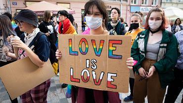 Lublin. Protest młodzieży przeciw homofobicznym wypowiedziom polityków PiS