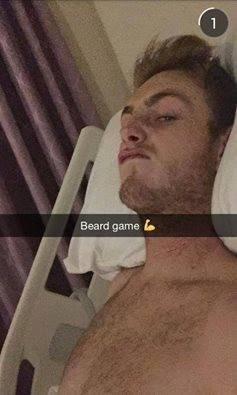Darcy Ward w szpitalu w Anglii - takie zdjęcie przesłał kibicom poprzez internet