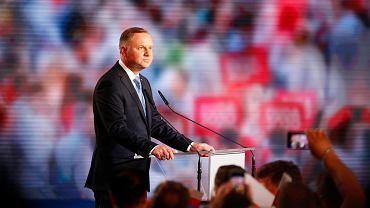 Wybory prezydenckie 2020. Andrzej Duda w Łowiczu podczas fetowania wygranej w pierwszej turze.