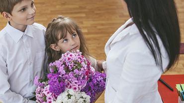 Prezent dla nauczyciela na koniec roku. Kwiaty to za mało? Lepsza wizyta w SPA (zdjęcie ilustracyjne)