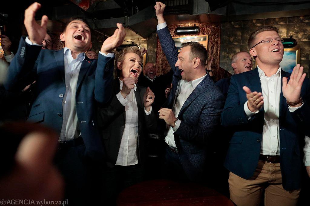 Prezydent Hanna Zdanowska cieszy się z wygranej
