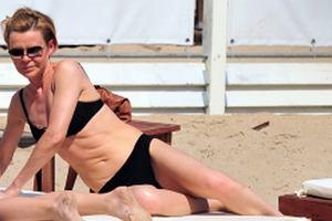 Justyna Pochanke wybrała się ostatnio z córką na wczasy do Sopotu. Okazuje się, że dziennikarka uwielbia się opalać, a na dodatek, że w kostiumie kąpielowym wygląda fantastycznie! Zobaczcie sami!