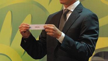 Lukas Piazon podczas losowania grup eliminacyjnych Mistrzostw Świata w 2014 roku