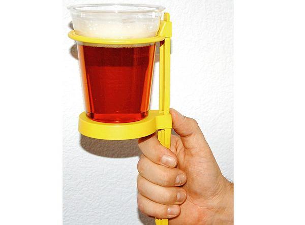 Beer on Stick możesz wbić w ziemię i wygodnie postawić na nim browar