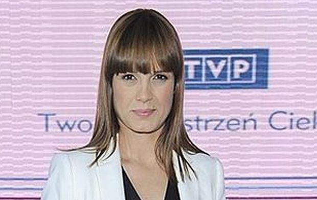 Dziennikarka Paulina Chylewska pojawiła się na prezentacji ramówki TVP. Z widocznym brzuszkiem pozowała do zdjęć.