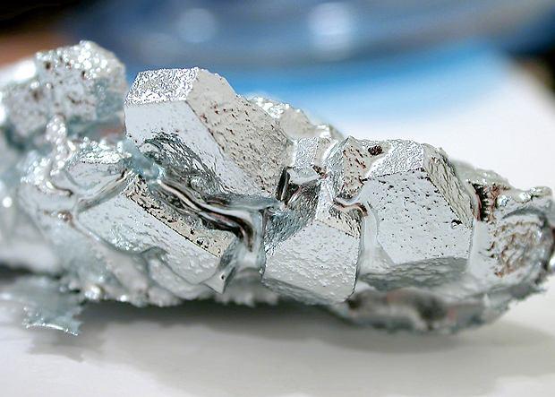 Gal to miękki i kruchy metal, który topi się w temperaturze niespełna 30°C.