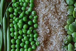 Paella z kurczakiem i zielonymi warzywami