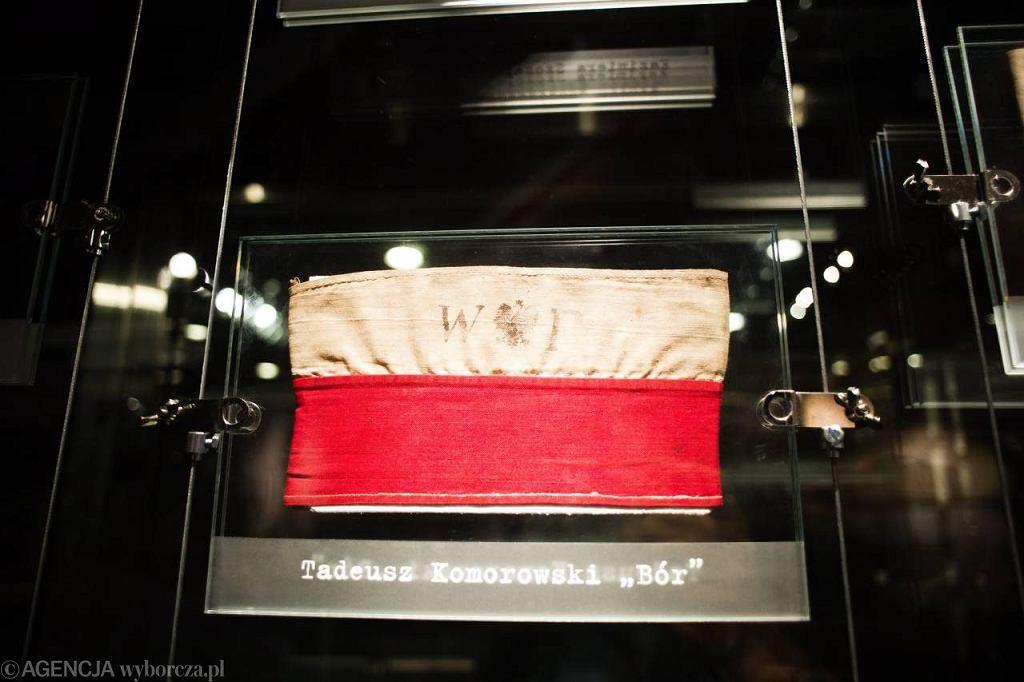 Opaska 'Bora' Komorowskiego trafiła do Muzeum Powstania Warszawskiego