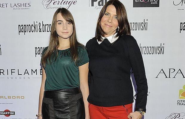 Katarzyna Kolenda-Zaleska, znana dziennikarka TVN 24, chętnie zabiera nastoletnią córkę Anię na wybrane bankiety. Być może młodziutka dziewczyna interesuję się modą, gdyż po raz kolejny towarzyszyła sławnej mamie na pokazie, tym razem zorganizowanym przez duet projektantów Paprocki&Brzozowski. Ponoć dla córki Kolenda-Zaleska jest w stanie rzucić wszystko i polecieć na koniec świata, odwołując przy okazji spotkanie z ważnym politykiem.