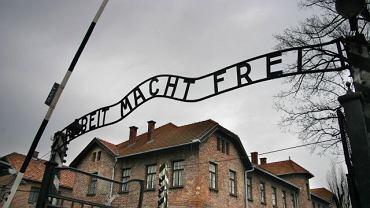Brama dawnego obozu koncentracyjnego Auschwitz-Birkenau