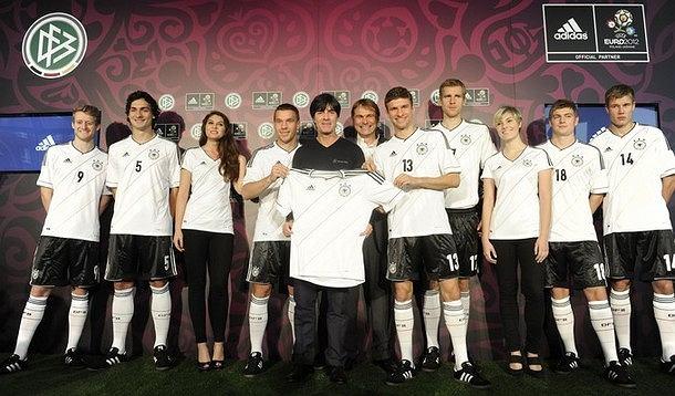 Reprezentacja Niemiec zaprezentowała nowe stroje na Euro 2012