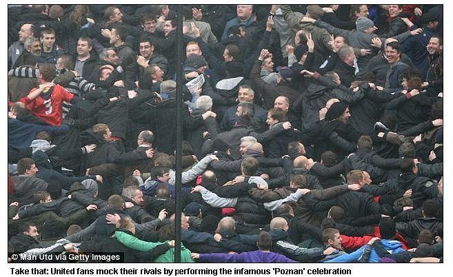 Zdjęcie z Daily Mail: fani United 'robią Poznan'