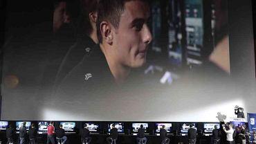 Luty 2009 roku: Jakub Wilk podczas nietypowego meczu między Lechem Poznań i Legią Warszawa. Nietypowego, bo rozegranego na komputerze, w grę FIFA 09