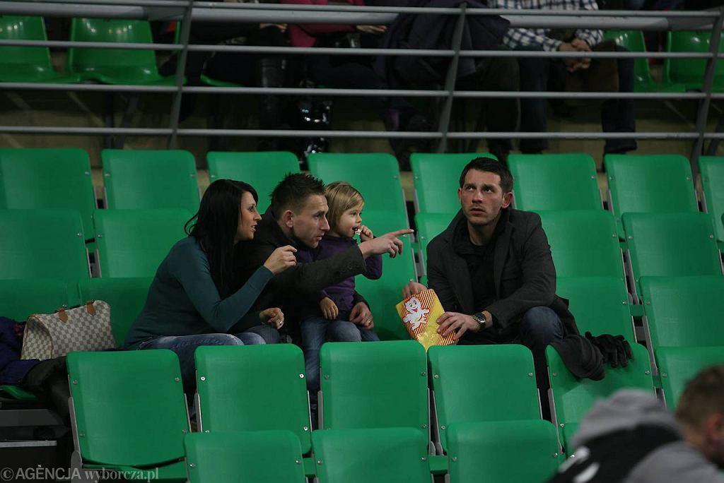 Łukasz Skrzyński z Vladimirem Kukolem i jego rodziną