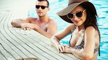 Od singli, przez znudzonych małżonków, po swingersów - dziś Polacy na wakacjach szukają także seksualnych atrakcji. / fto. Shutterstock