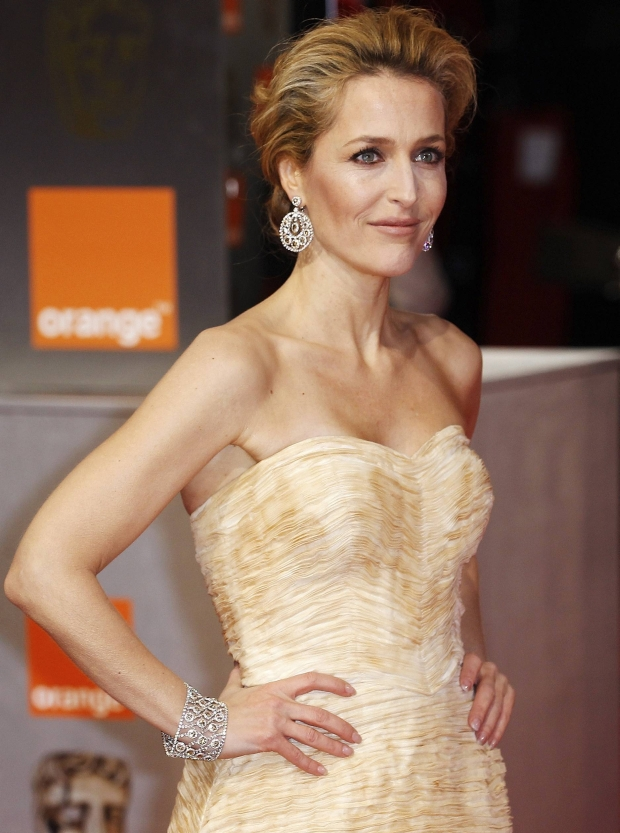 Actress Gillian Anderson arrives for the British Academy of Film and Arts (BAFTA) awards ceremony at the Royal Opera House in London February 12, 2012.   REUTERS/Suzanne Plunkett (BRITAIN - Tags: ENTERTAINMENT) (BAFTA-ARRIVALS)